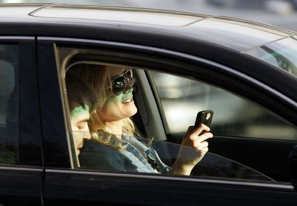 la-fi-tn--texting-driving-apps-20121107-001